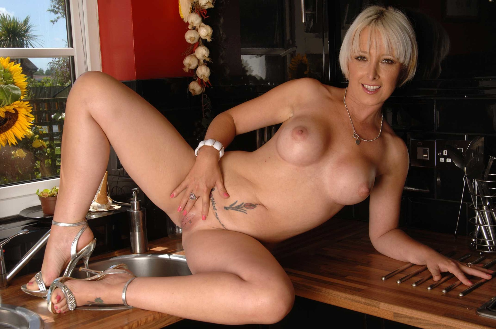 clubs and bars swingers nh
